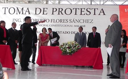 Toma protesta Rigoberto Flores 1